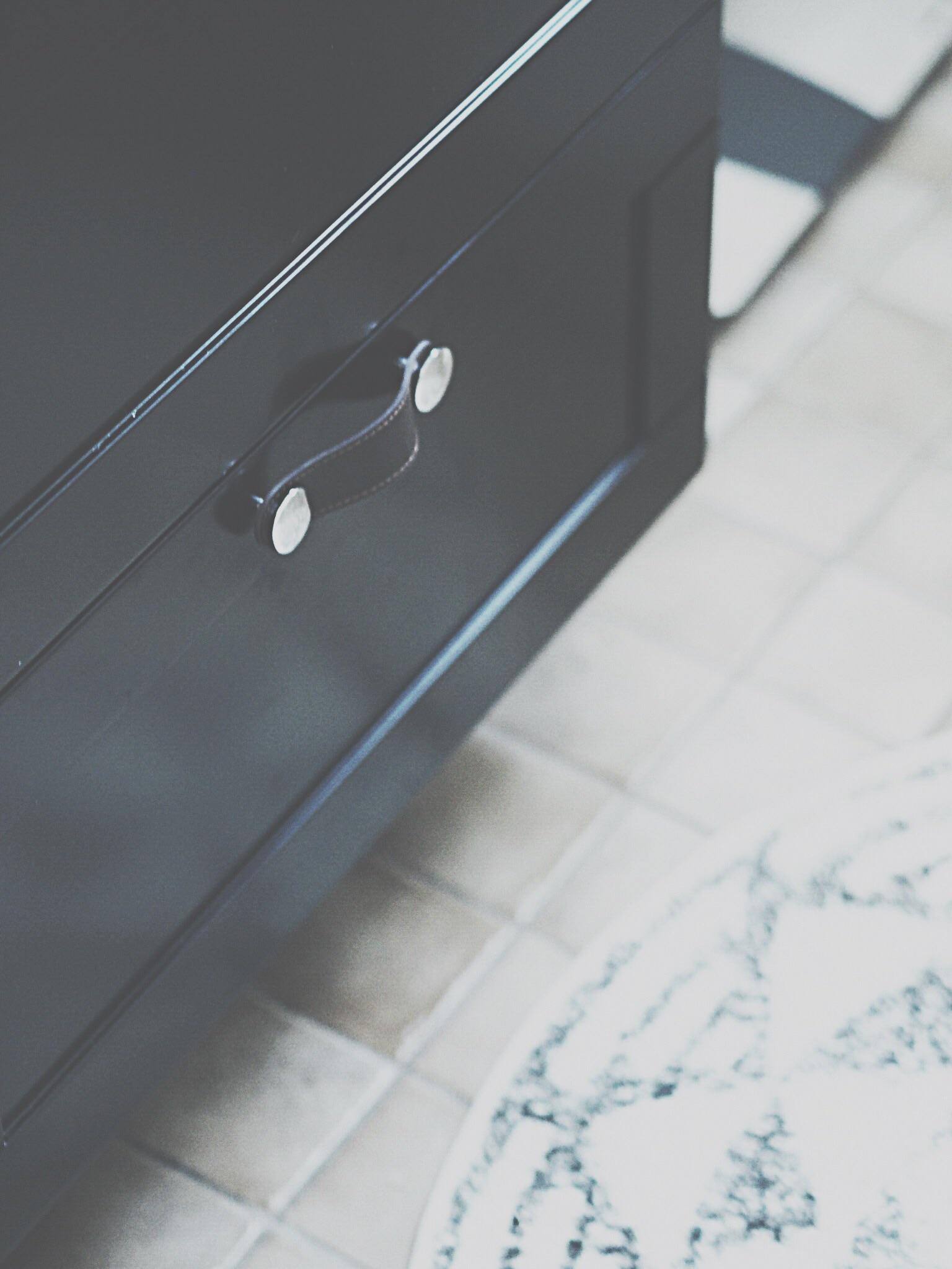 Budgetrenovering av badrum /toalett   inredning & guldkanter